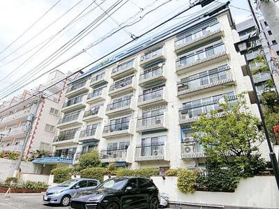 総戸数36戸、鉄筋コンクリート造8階建のマンションです。