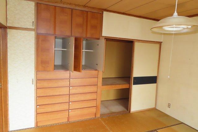 1階8畳和室及び収納