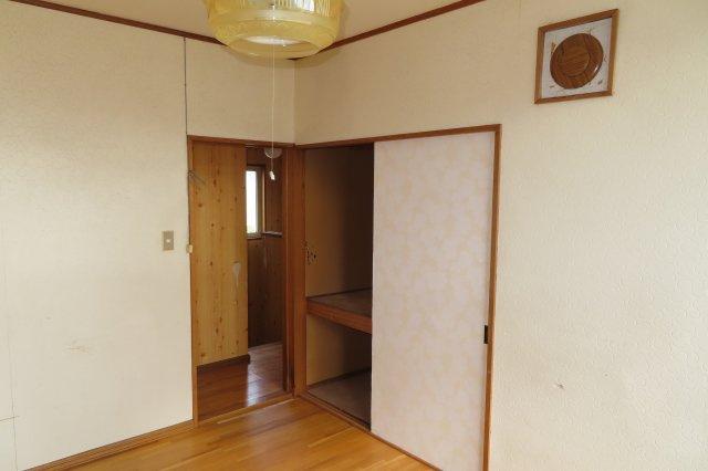 2階6帖洋室収納