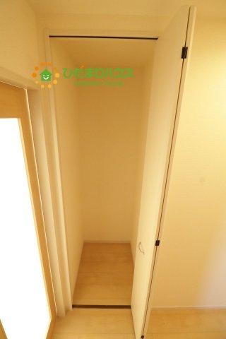 一階の廊下収納!掃除用品などの収納に便利です!