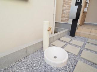 とっても河合らしい水道が玄関前に設置