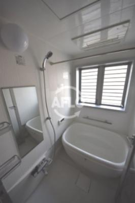 アークリヴェール 窓付バスルーム