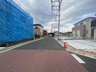 前面道路は6.5mと6.5mの公道です。
