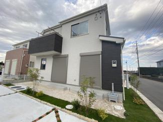 きれいな街並みの大型開発分譲住宅の全12棟の新築一戸建てです。