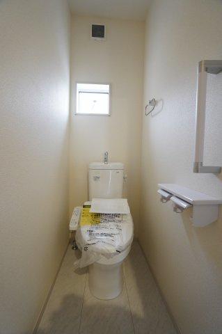 1階、2階とも温水洗浄便座のついたトイレです。