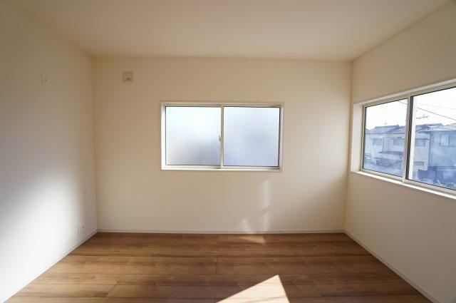 6帖の子供部屋です。シンプルなお部屋なので飽きることなく長く大切に過ごせそうですね。