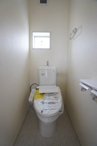 2階にもトイレがあって安心ですね。