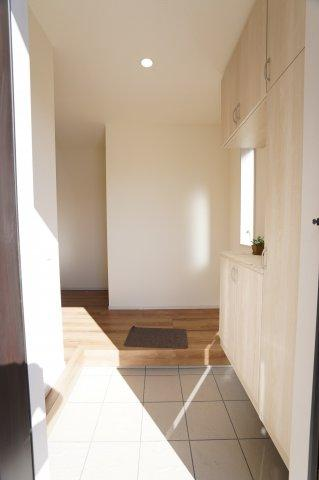 玄関収納があってたくさん収納できますよ。