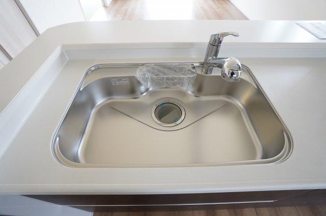 シンクも広くお子様と一緒にお皿を洗ったりできそうですね。