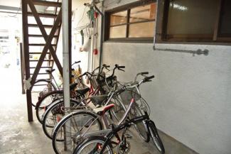 自転車はこちらへどうぞ。