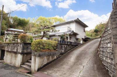 【前面道路含む現地写真】瀬戸町長和 中古住宅