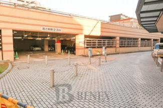 河田町ガーデンの駐車場です
