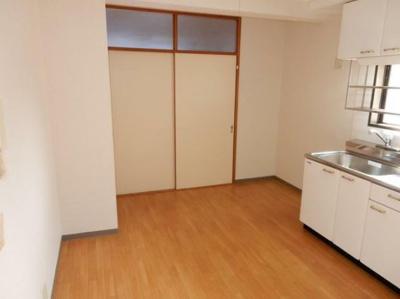 扉を開けば開放的な空間に♪