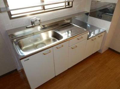 収納豊富な使いやすいキッチンです♪