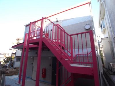 赤い階段がアクセント☆