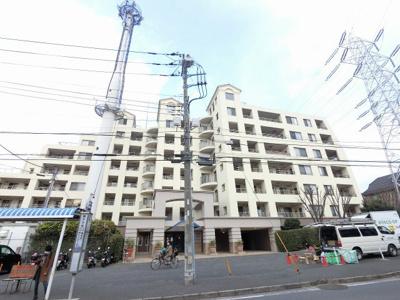 総戸数226戸、平成14年1月築のマンションです。 専有面積97.72平米、4LDKのお部屋となります。