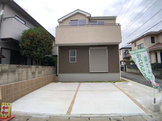 京成本線「鬼越」駅徒歩14分の全3棟の新築一戸建てです。JR総武・中央緩行線「本八幡」駅バス8分東菅野4丁目停歩8分のバス便もあります。