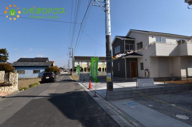 【前面道路含む現地写真】行田市佐間 第5 新築一戸建て リーブルガーデン 01