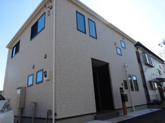 千葉市若葉区加曽利町 新築一戸建て 桜木駅 白を基調としたスタイリッシュな外観です。