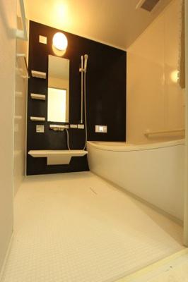 落ち着いた空間のお風呂です:クリーニング済♪平日も内覧出来ます♪八潮新築ナビで検索♪