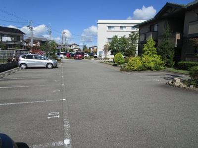 【駐車場】クレセントコートA棟
