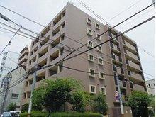 南東面が道路に面した角地に立地の8階建て、総戸数26戸のマンションです