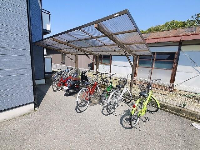 自転車置き場が有ります。
