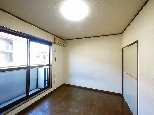 広くて明るい居間