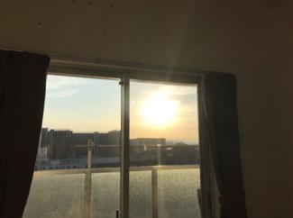 【洋室4.7帖】綺麗な朝日が眺望できます☆
