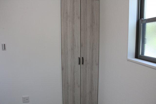 1階和室 押し入れ収納あり