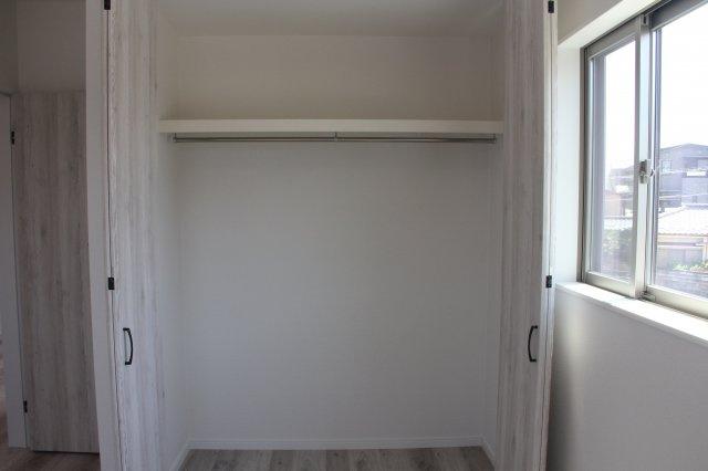 洋室には1帖分の広々クローゼットがあります。