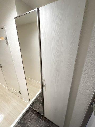 玄関にはシューズボックスも備え付け。玄関をいつもキレイにキープできます