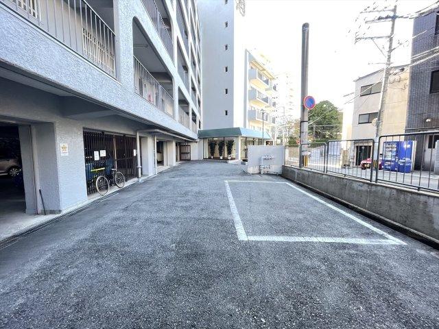 マンション内には来客駐車場があります