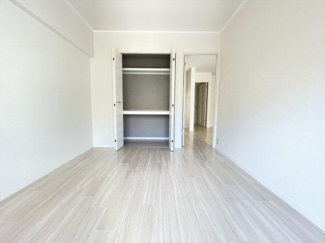 室内はホワイト系で統一されているので、空間が一層広く見えます