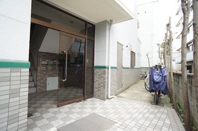 【エントランス】スリーベルズ