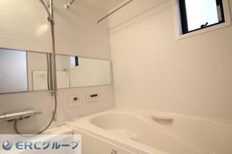 浴室乾燥機付きなので、雨の日のお洗濯も問題ないですね
