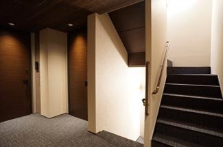 内廊下式のホテルライクで高級感があります。