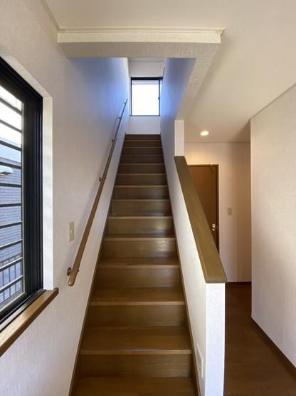 おしゃれな玄関階段デザイン