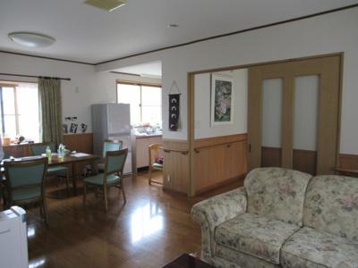 【居間・リビング】高畠町大字亀岡 2階建て中古物件