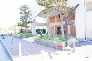 スポーツ施設もある大型公園「久宝寺緑地」まで徒歩1分です♪(約50m)