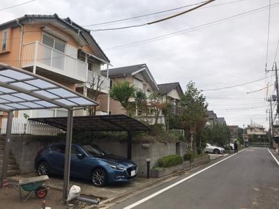 【前面道路含む現地写真】守谷市松ケ丘 ジョイフル本田・公園近く 南向き 古家付き