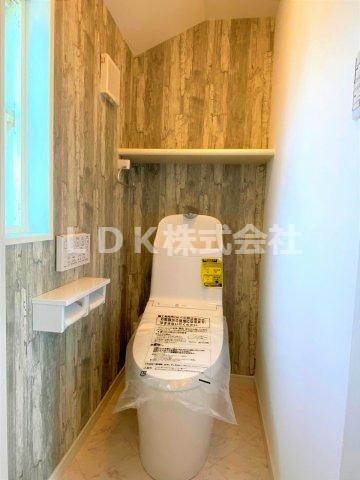 2F/トイレ 温水洗浄付き
