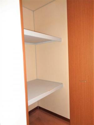 キッチン3.5帖の収納 ※反転タイプ