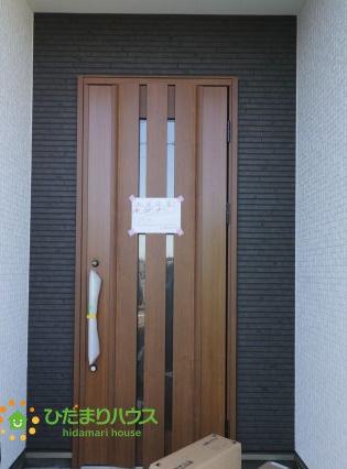 落ち着いた茶色のドア!