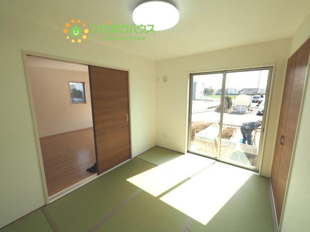 リビング横の和室はお子様のお昼寝や家事のスペースとしても、マルチにお使いいただける空間です!!