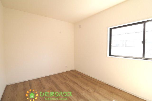 シックで落ち着いたカラーのお部屋ですから、どんな家具とも相性バッチリ♪