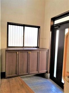 ■シンプルで使いやすい玄関です <草加市谷塚上町 中古戸建>