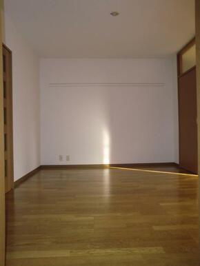 クローゼット付のゆったりした洋室です。