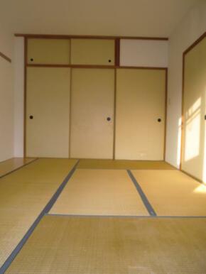 和室、ちょっとしたくつろぎスペースにいかがでしょうか。
