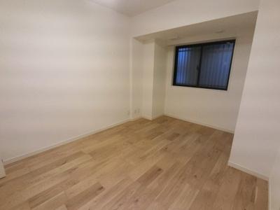 玄関近くの洋室は主寝室にいかがでしょうか。
